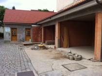 Sanierung Altbestand, Neubau von Doppelgaragen - Zum Vergrössern anklicken